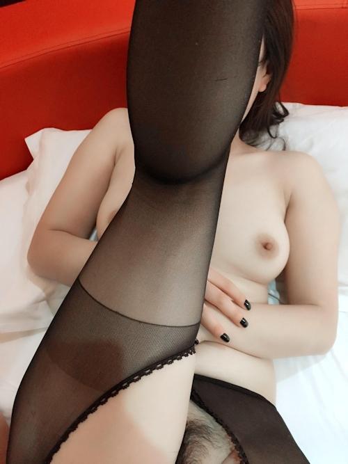 黒ストッキングを履いた色白中国女性のハメ撮り画像 4