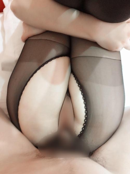 黒ストッキングを履いた色白中国女性のハメ撮り画像 8
