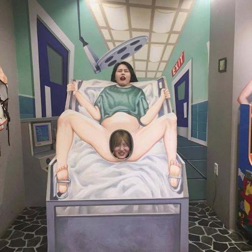 韓国の女の子が性愛美術館(Love Museum)で撮影したユニークなエロ画像 2