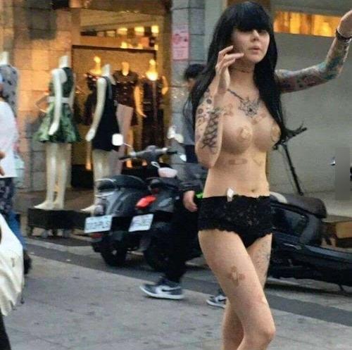 台湾・高雄の繁華街にパンツ1枚ほぼトップレスの美女 4