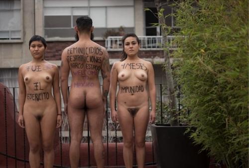 メキシコで全裸になって抗議する若い女性のヌード画像 13