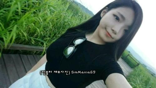 巨乳な韓国の素人美女の自分撮りヌード画像 1