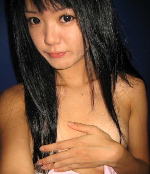 微乳な韓国の素人美少女の自分撮りヌード流出画像 3