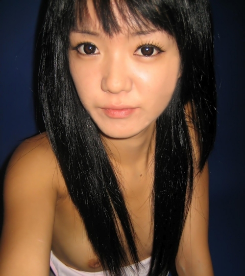 微乳な韓国の素人美少女の自分撮りヌード流出画像 9