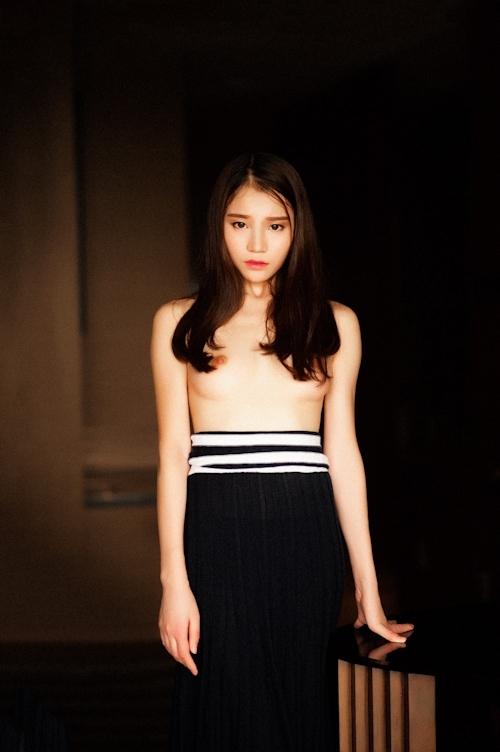 美乳な中国美女のトップレス画像 1