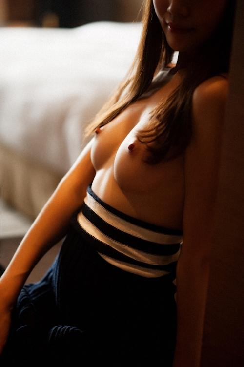 美乳な中国美女のトップレス画像 7