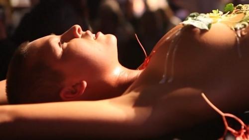 ベルギーモデル Marisa Papen(マリシア・パーペン)が女体盛り 13