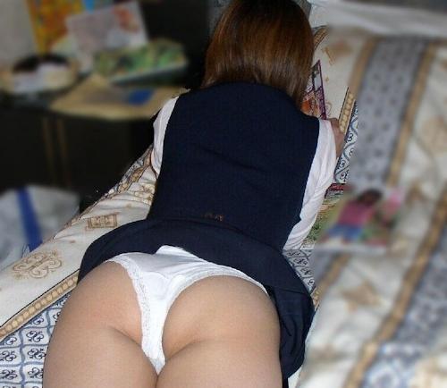 部屋で油断していた妹のセクシー画像 7