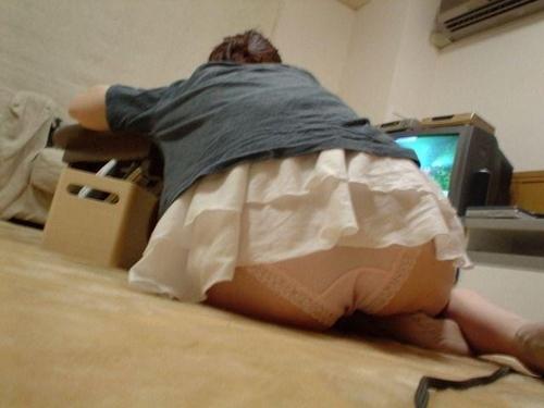 部屋で油断していた妹のセクシー画像 17