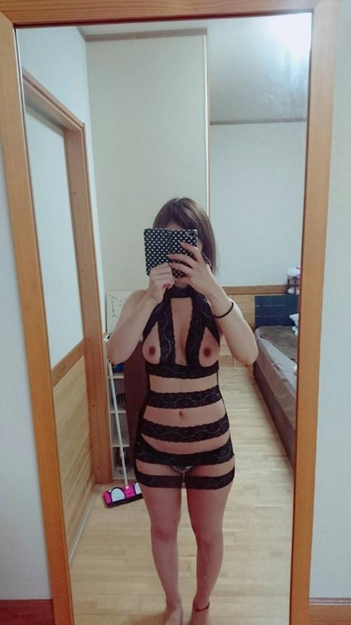 巨乳な美人妻がSNOWで撮影した自分撮りヌード画像 8