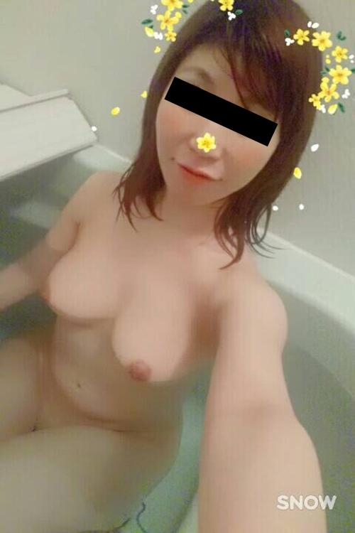 巨乳な素人人妻のプライベートヌード画像 8