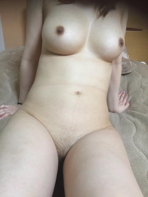 巨乳な素人人妻のプライベートヌード画像 13