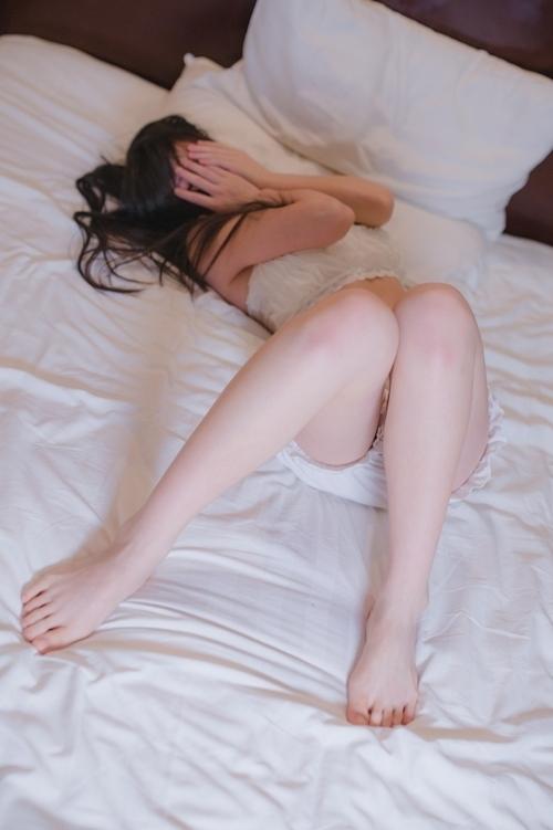 美乳&パイパンな中国少女のヌード画像 1
