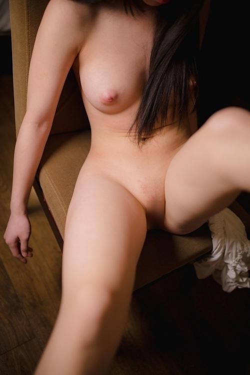 美乳&パイパンな中国少女のヌード画像 14