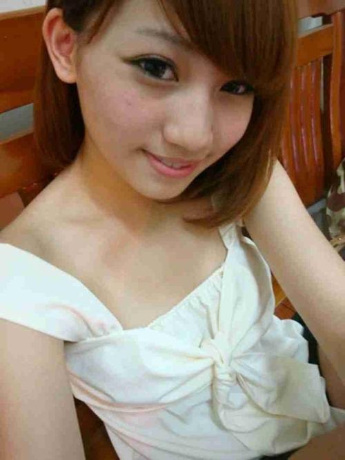 台湾の極上美少女の自分撮りヌード流出画像 2