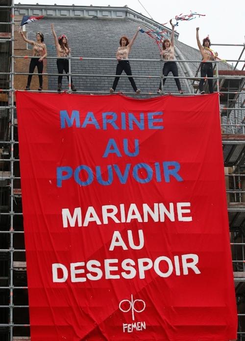 FEMENがフランスの大統領選挙投票日にトップレス抗議 1