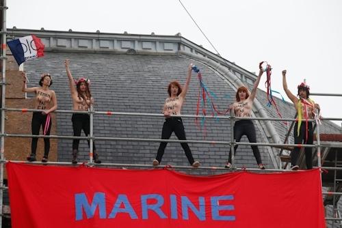 FEMENがフランスの大統領選挙投票日にトップレス抗議 3