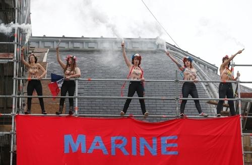 FEMENがフランスの大統領選挙投票日にトップレス抗議 4
