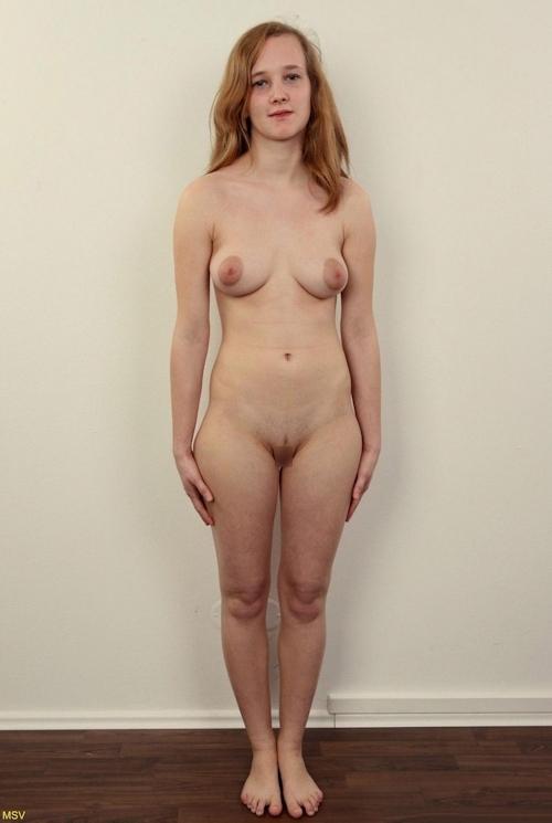 西洋素人女性の直立ヌード画像 2