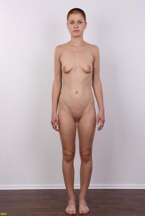 西洋素人女性の直立ヌード画像 25