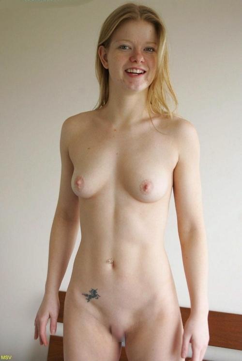 西洋素人女性の直立ヌード画像 30