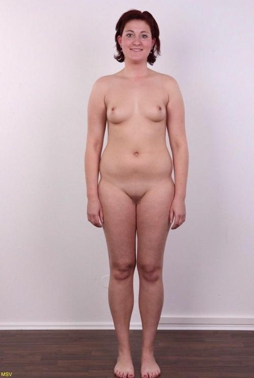 西洋素人女性の直立ヌード画像 33