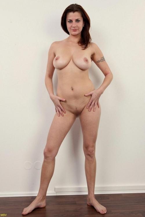 西洋素人女性の直立ヌード画像 34