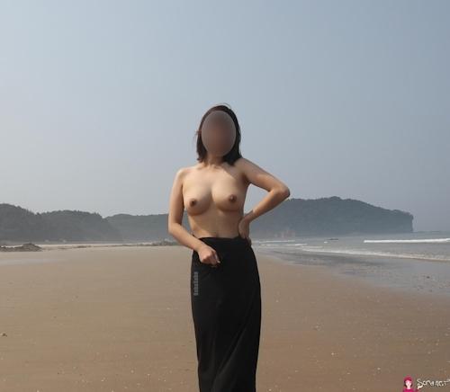 韓国素人女性の野外露出ヌード画像 1