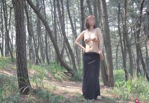 韓国素人女性の野外露出ヌード画像 3