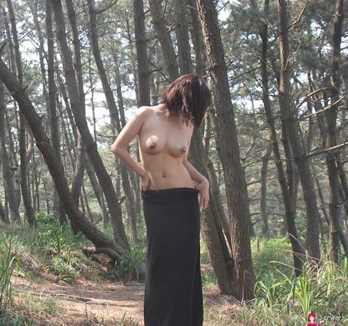 韓国素人女性の野外露出ヌード画像 7