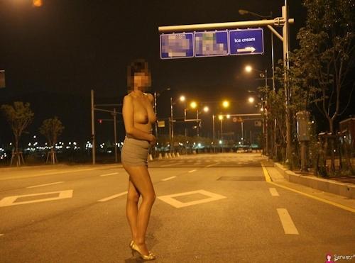 韓国素人女性の野外露出ヌード画像 12