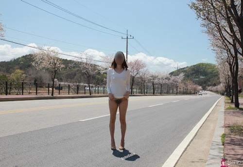 韓国素人女性の野外露出ヌード画像 21