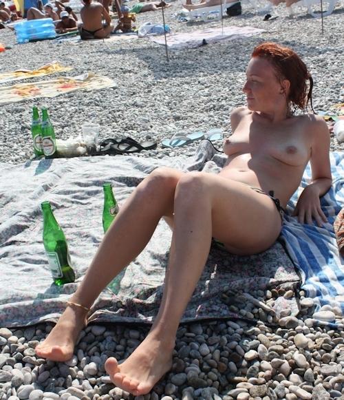 ヌーディストビーチにいた美女のヌード画像 16