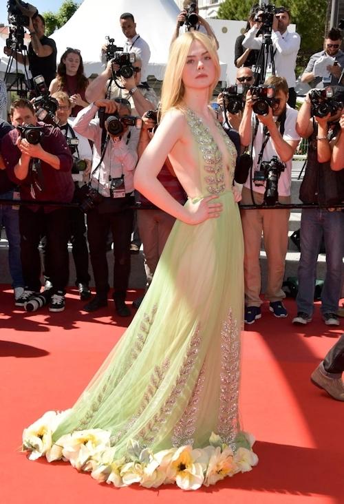 アメリカ女優 Elle Fanning(エル・ファニング)がセクシードレスで横チチ露出 2