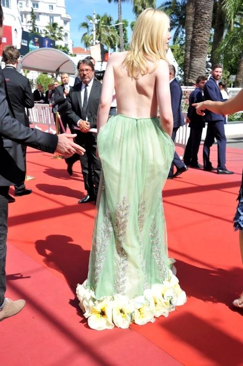 アメリカ女優 Elle Fanning(エル・ファニング)がセクシードレスで横チチ露出 13