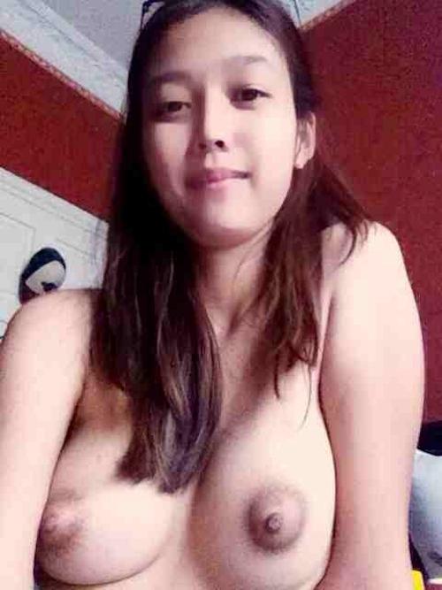 シンガポールの素人美女の自分撮りヌード画像 6