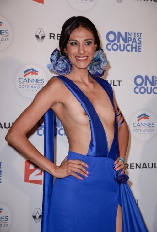 女優 Abigail Lopez(アビゲイル・ロペス)がカンヌ映画祭でモロ乳首出しドレス 1