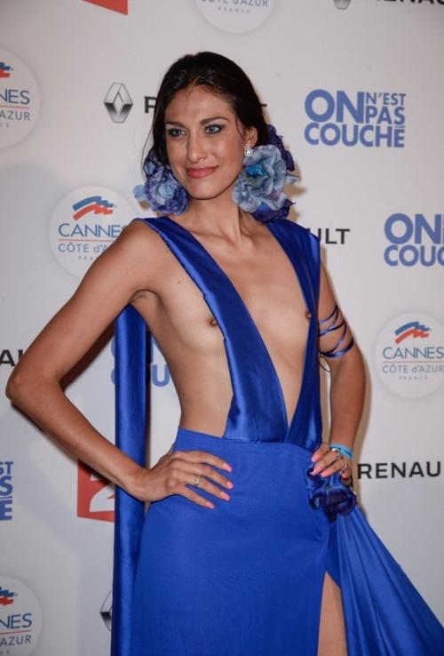 女優 Abigail Lopez(アビゲイル・ロペス)がカンヌ映画祭でモロ乳首出しドレス 2