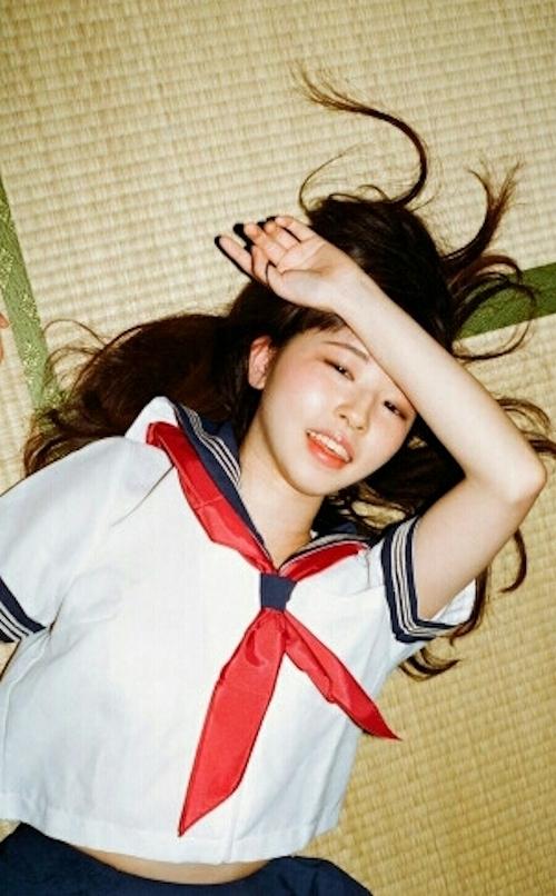 JK制服の美少女のヌード画像 1