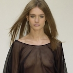 ファッションショーで乳首が透けてる&見えてるモデルのセクシー画像特集