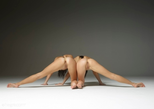 Julietta & Magdalena 全裸アクロバティック・ヌード画像 3