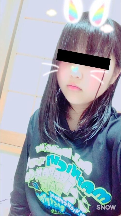 巨乳な日本の美少女の自分撮りヌード画像 1