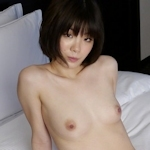 スレンダー美乳な19歳女子大生のヌード画像