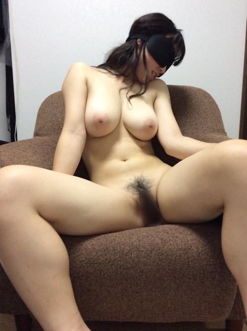 巨乳な日本の素人女性を目隠しして撮影したヌード画像  6