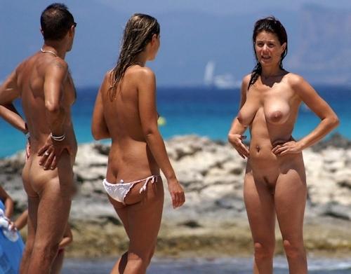 ヌーディストビーチにいた美女のヌード画像 3