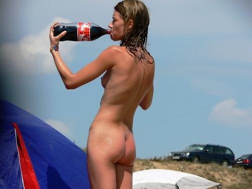 ヌーディストビーチにいた美女のヌード画像 18