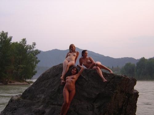 ヌーディストビーチにいた美女のヌード画像 25