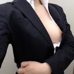 スーツを着たOLの自分撮りヌード画像