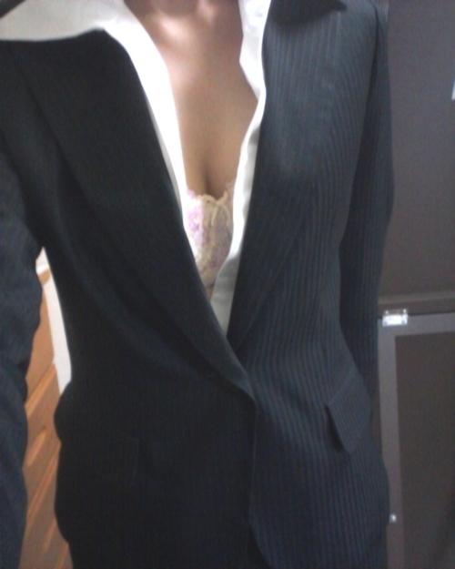 スーツを着たOLの自分撮りヌード画像 1