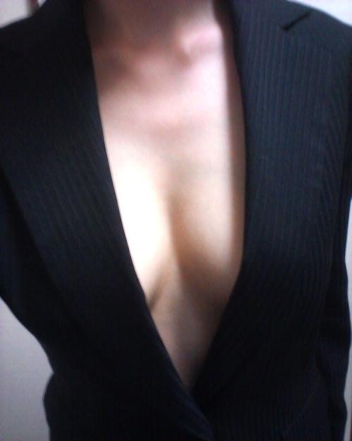 スーツを着たOLの自分撮りヌード画像 4